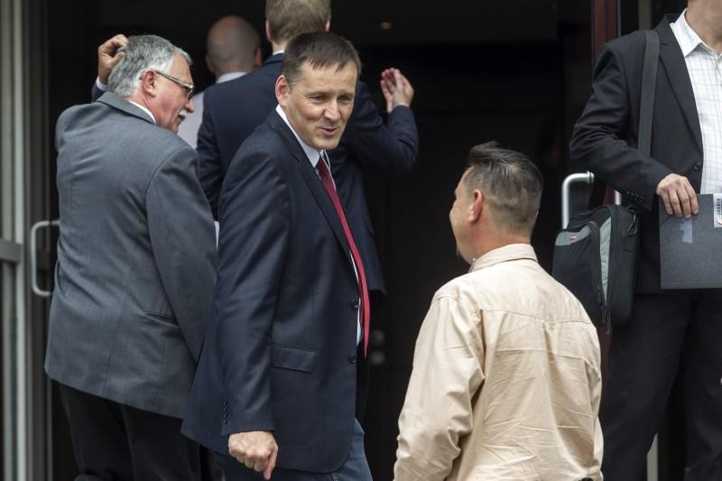 Budapest, 2016. május 29. Volner János, a Jobbik alelnöke, országgyűlési képviselő pártja tisztújító kongresszusának szünetében a Budapest Kongresszusi Központ előtt 2016. május 29-én. Vona Gábor pártelnök a tisztújító kongresszuson bejelentette, hogy lemond a parlamenti frakció vezetéséről, és Volner Jánost jelöli frakcióvezetőnek, aki várhatóan az őszi ülésszak kezdetétől töltheti be a tisztséget. MTI Fotó: Szigetváry Zsolt