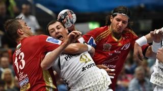 Kiel's Marko Vujin (C) and Veszprém's Momir Ilic (L) vie during the Handball EHF Champions League final Four semi-final match between THW Kiel and MVM Veszprem in Cologne, western Germany, on May 28, 2016.  / AFP PHOTO / SASCHA SCHUERMANN