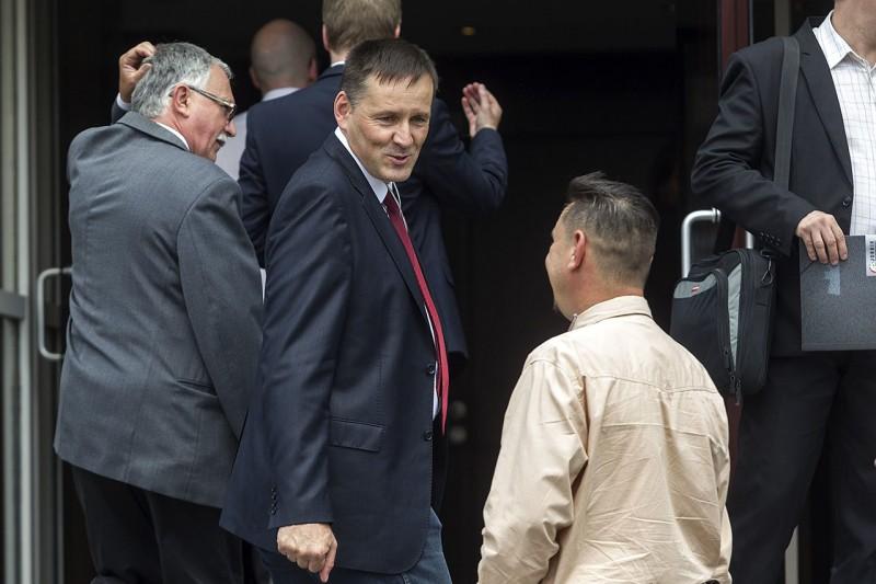 Budapest, 2016. május 29.Volner János, a Jobbik alelnöke, országgyűlési képviselő pártja tisztújító kongresszusának szünetében a Budapest Kongresszusi Központ előtt 2016. május 29-én. Vona Gábor pártelnök a tisztújító kongresszuson bejelentette, hogy lemond a parlamenti frakció vezetéséről, és Volner Jánost jelöli frakcióvezetőnek, aki várhatóan az őszi ülésszak kezdetétől töltheti be a tisztséget.MTI Fotó: Szigetváry Zsolt