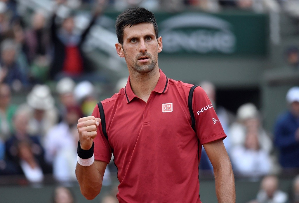 Serbia's Novak Djokovic reacts during his men's final match against Britain's Andy Murray at the Roland Garros 2016 French Tennis Open in Paris on June 5, 2016. / AFP PHOTO / PHILIPPE LOPEZ