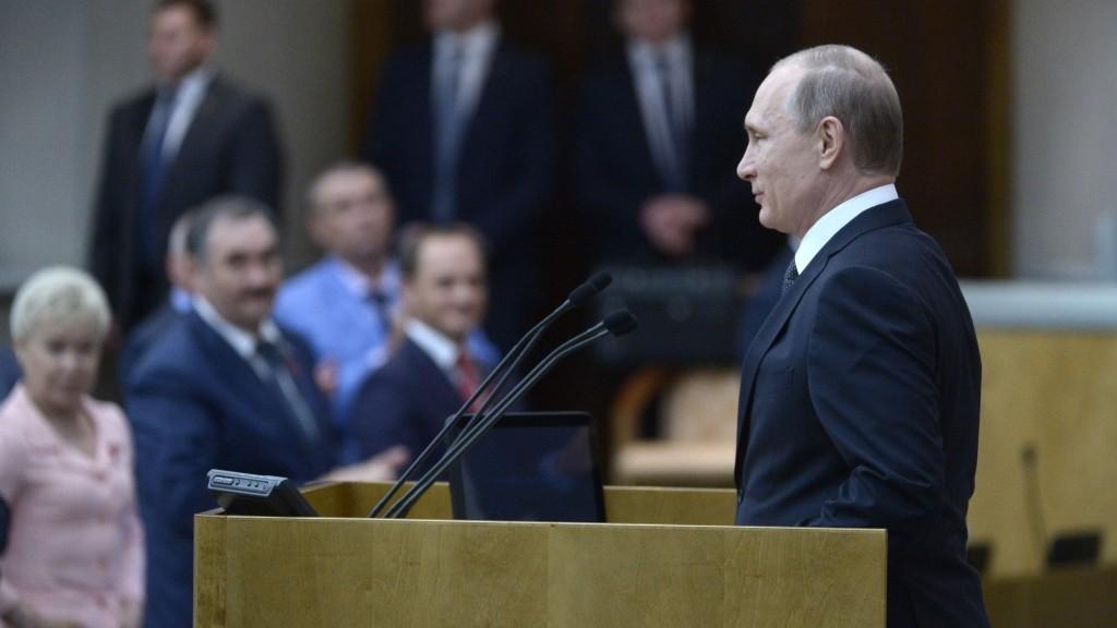 2878555 06/22/2016 June 22, 2016. President Vladimir Putin, front, and State Duma members during a minute of silence in memory of those fallen in Great Patriotic War. Aleksey Nikolskyi/Sputnik