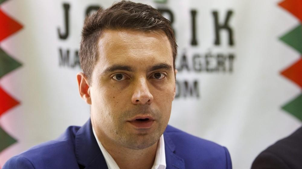 Nagykanizsa, 2015. szeptember 23. Vona Gábor, a Jobbik elnöke az illegális bevándorlásról tartott sajtótájékoztatóján Nagykanizsán 2015. szeptember 23-án.  MTI Fotó: Varga György