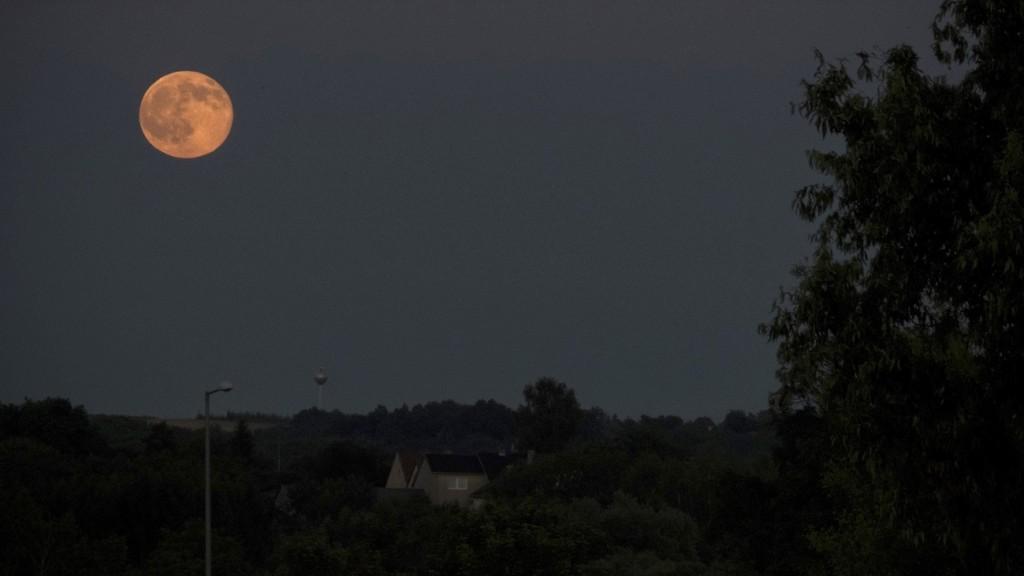 Nagykanizsa, 2016. június 21. Telihold Nagykanizsa térségében 2016. június 20-án.MTI Fotó: Gergely Szilárd
