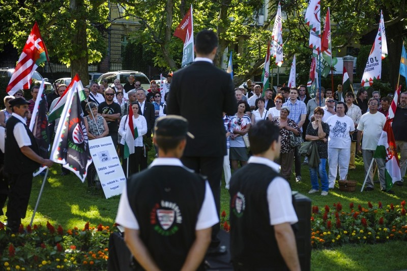 Nyíregyháza, 2016. június 4. Vona Gábor, a Jobbik elnöke (k) beszédet mond a párt trianoni megemlékezésén a nyíregyházi Hõsök terén 2016. június 4-én. MTI Fotó: Czeglédi Zsolt