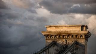 Budapest, 2016. június 1.Viharfelhők Budapest felett 2016. június 1-jén. Az előtérben a Lánchíd részlete.MTI Fotó: Balogh Zoltán