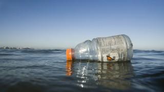 Plastic bottle floating in ocean, San Francisco Bay, California. Biosphoto / Minden Pictures / Sebastian Kennerknecht