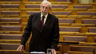 Budapest, 2013. december 11.Rubovszky György KDNP-s képviselő felszólal az Országgyűlésről szóló 2012. évi XXXVI. törvény és azzal összefüggő egyéb törvények módosításáról szóló törvényjavaslat általános vitájában az Országgyűlés plenáris ülésén 2013. december 11-én.MTI Fotó: Bruzák Noémi