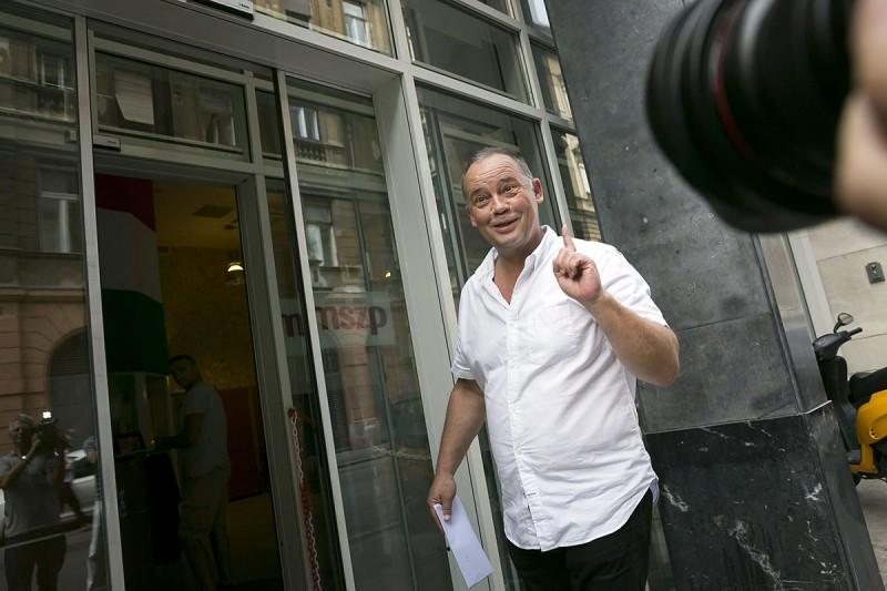 Budapest, 2014. augusztus 8.Szanyi Tibor, a Magyar Szocialista Párt (MSZP) európai parlamenti képviselője érkezik a párt küldöttgyűlésére az MSZP VI. kerületi, Jókai utcai székházába 2014. augusztus 8-án.MTI Fotó: Mohai Balázs