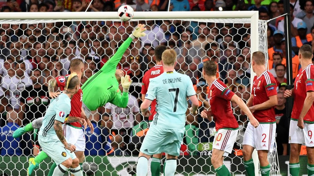 Hungary's goalkeeper Gabor Kiraly (3L) dives for the ball  during the Euro 2016 round of 16 football match between Hungary and Belgium at the Stadium Municipal in Toulouse on June 26, 2016.   / AFP PHOTO / PASCAL GUYOT