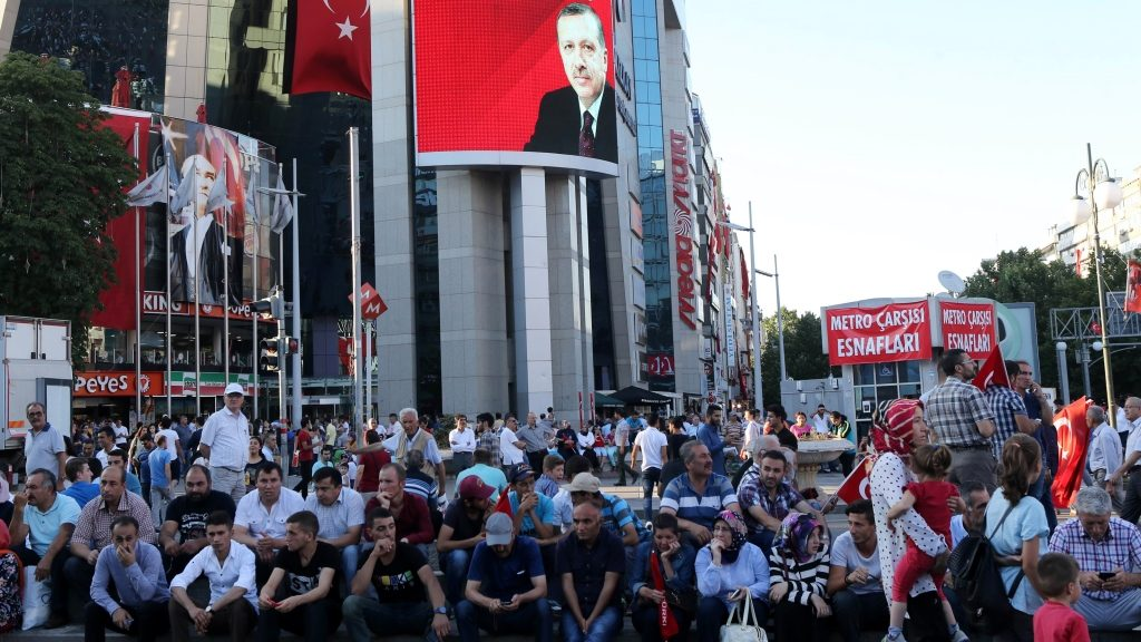 Pro-Erdogan supporters gather during a rally against the military coup at Kizilay Square in Ankara, on July 25, 2016.  Turkish authorities on July 25 issued arrest warrants for over 40 journalists in a new phase of the controversial legal crackdown after the failed coup against President Recep Tayyip Erdogan, sparking fresh alarm over the scope of the detentions. / AFP PHOTO / ADEM ALTAN