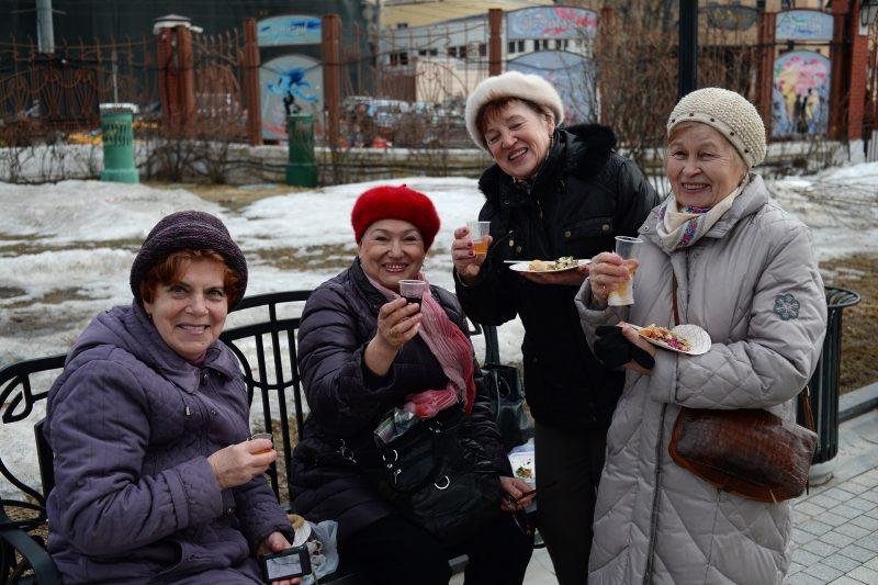 2806055 03/13/2016 Participants in Maslenitsa festivities in Moscow's Hermitage Garden. Valeriy Melnikov/Sputnik