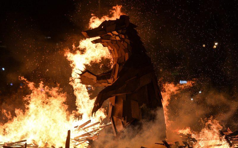 2806503 03/13/2016 Burning an effigy of winter on Gorky Park's Pushkinskaya Embankment during Maslenitsa Festival in Moscow. Vladimir Astapkovich/Sputnik