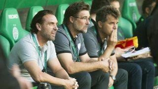 Budapest, 2016. július 20. Thomas Doll, a Ferencváros vezetõedzõje (b), valamint Ralf Zumdick (b2) és Máté Csaba (b3) pályaedzõk a labdarúgó Bajnokok Ligája selejtezõjének második fordulójában az albán Partizani ellen játszott mérkõzésen a Groupama Arénában 2016. július 20-án. MTI Fotó: Koszticsák Szilárd