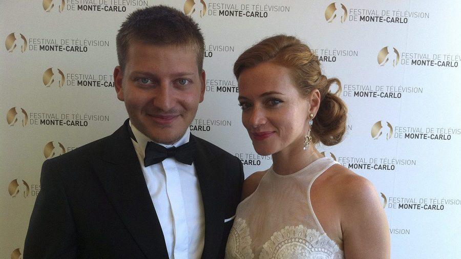 Monte-Carlo, 2013. június 13. S. Takács András és Cseke Eszter, az M1-en látható On the Spot címû dokumentumfilm-sorozat készítõi az 53. Monte-carlói Televíziós Fesztiválon Monte-Carlóban 2013. június 13-án. Az On the Spot gázai filmje elnyerte a fesztivál dokumentumfilmes kategóriájának nagydíját, az Arany Nimfát. MTI Fotó: MTVA