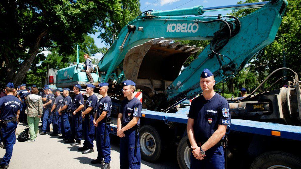 Liget Budapest - Bontják a Hungexpo irodaházakat, kiürítik a területet