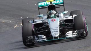 Spielberg, 2016. július 1. Nico Rosberg, a Mercedes német versenyzõje a Forma-1-es autós gyorsasági világbajnokság Osztrák Nagydíjának elsõ szabadedzésén a spielbergi versenypályán 2016. július 1-jén. A futamot július 3-án rendezik. (MTI/EPA/Johann Groder)