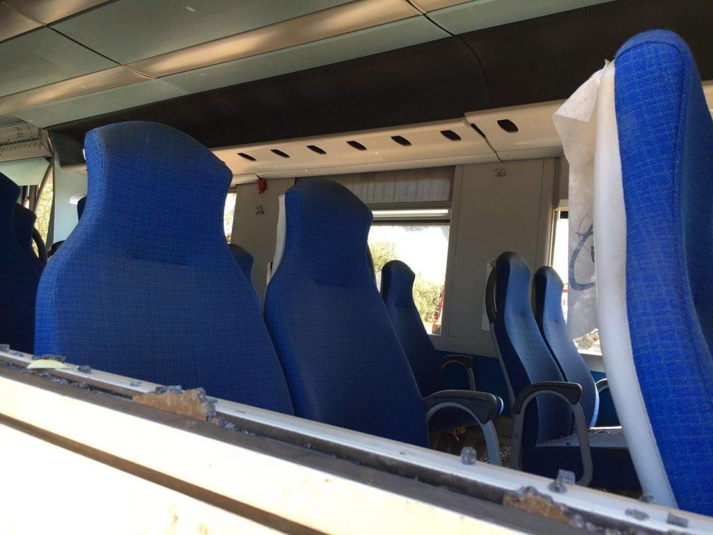 Bari, 2016. július 13. Szétroncsolódott vasúti szerelvény belseje 2016. július 13-án a dél-olaszországi Bari közelében, ahol elõzõ nap két személyszállító vonat ütközött össze egyazon sínpáron az Andria és Corato közötti vonalon. A szerencsétlenségben legkevesebb 27 ember életét vesztette, több mint 50-en megsérültek. (MTI/EPA/Milena Di Mauro)