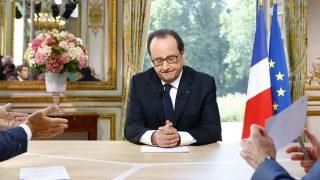 Párizs, 2016. július 14. Francois Hollande francia elnök televíziós interjút a Bastille napján rendezett katonai díszszemle után Páriszban 2016. július 14-én. Franciaország nemzeti ünnepén kulturális eseményekkel, katonai díszszemlével és látványos tûzijátékokkal ünneplik a párizsi várbörtön bevételének 227. évfordulóját. (MTI/EPA pool/Francois Mori)