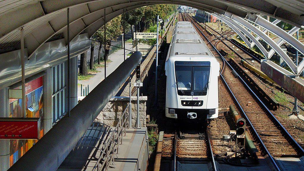 Budapest, 2013. szeptember 6.A BKK-BKV 2-es metró vonalán közlekedő Alstom Metropol szerelvény megérkezik az Örs vezér tere irányából a Pillangó utcai megállóba.MTVA/Bizományosi: Jászai Csaba ***************************Kedves Felhasználó!Az Ön által most kiválasztott fénykép nem képezi az MTI fotókiadásának, valamint az MTVA fotóarchívumának szerves részét. A kép tartalmáért és a szövegért a fotó készítője vállalja a felelősséget.