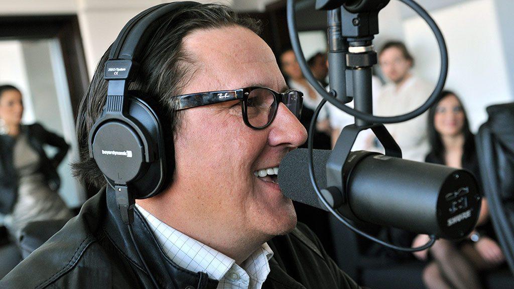 Budapest, 2012. március 6.Hajdu István (Steve), a 89.5 Music FM műsorvezetője beszél a rádió stúdiójában. A rádió az FM 89.5 MHz-es budapesti regionális frekvenciáján kezdi meg működést 2012. március 7-én.MTI Fotó: Máthé Zoltán