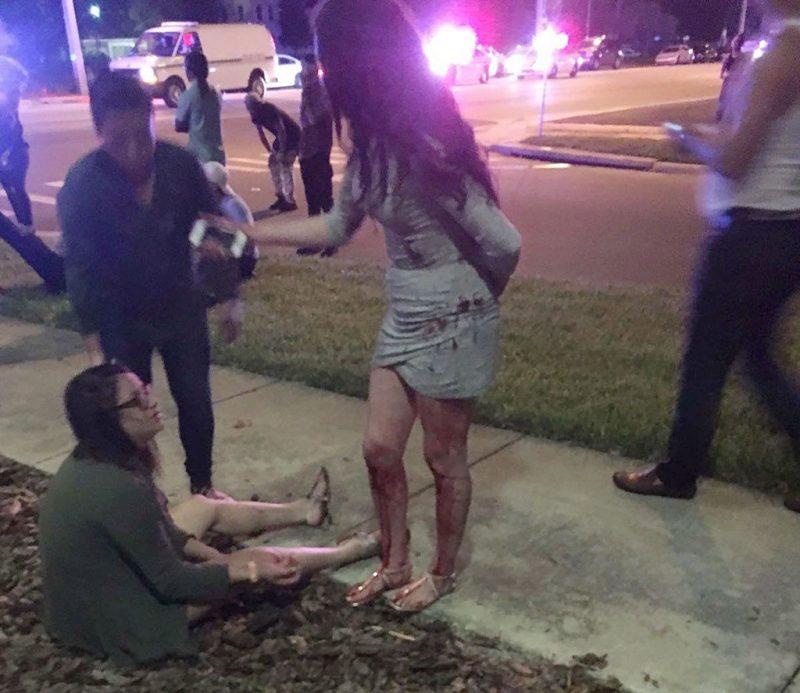 Orlando, 2016. június 12.A Univision Florida Central tévécsatorna által közreadott kép sebesültekről a Pulse Orlando melegbárnál, a floridai Orlandóban, ahol egy fegyveres lövöldözni kezdett, majd túszokat ejtett 2016. június 12-én hajnalban. A rendőrség megrohamozta a magát elbarikádozó túszejtőt. A vérengzés legkevesebb ötven halálos áldozatot és ötvenhárom sebesültet követelt. A merénylőt, Omar Szaddiki Mateen 29 éves floridai lakost agyonlőtték. (MTI/EPA/Univision Florida Central)