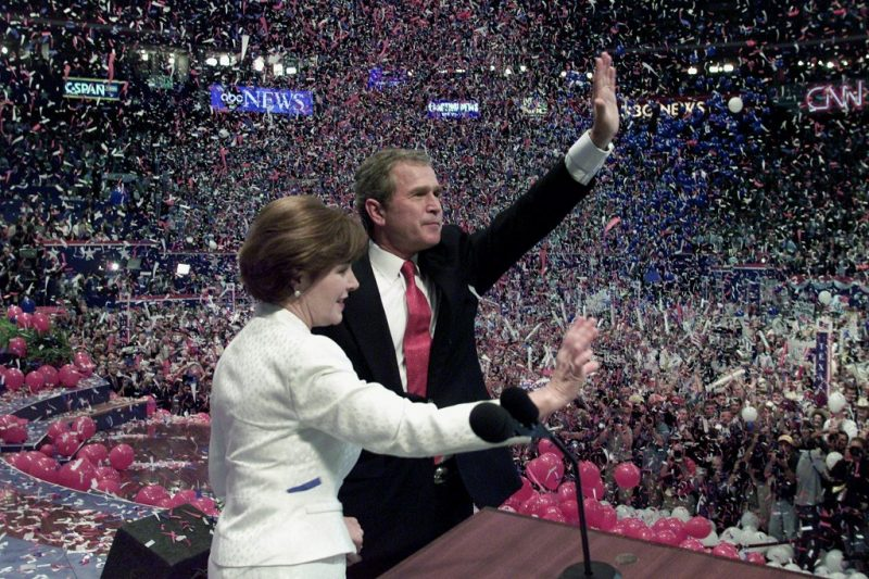Republican presidential nominee George W. Bush and his wife Laura wave to the crowd after his acceptance speech at the 2000 Republican National Convention at the First Union Center in Philadelphia, PA, 03 August, 2000.  (ELECTRONIC IMAGE) AFP PHOTO      Timothy  A. CLARY / AFP PHOTO / TIMOTHY A. CLARY
