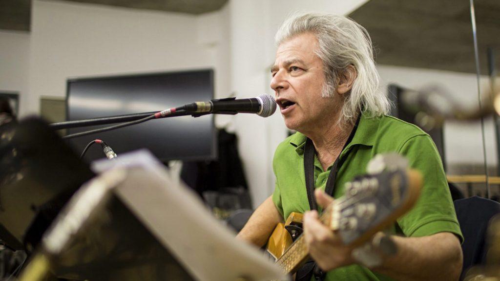 Budapest, 2016. július 19. 68 éves korában meghalt Somló Tamás zenész, énekes, dalszerző, az LGT tagja. A felvétel 2013. január 21-én a II. kerületi Klebelsberg Kultúrkúriában készült egy próbán. MTI Fotó: Mohai Balázs