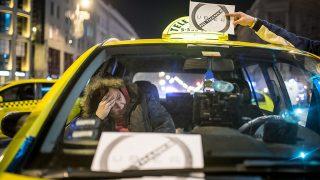 Image: 73677060, Taxisok tüntetnek az UBER közösségi sofőrszolgálat betiltásáért Budapest belvárosában., Place: Budapest, Hungary, License: Rights managed, Model Release: No or not aplicable, Property Release: Yes, Credit: smagpictures.com