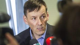 Budapest, 2015. március 26.Volner János, a Jobbik alelnöke sajtótájékoztatót tart a Tóbiás József MSZP-elnöke kezdeményezte, a Quaestor-ügyben tartott ellenzéki egyeztetéssel kapcsolatban Országgyűlés Irodaházában 2015. március 26-án. Az MSZP utólag közölte, a Jobbiknak nincs helye az ellenzéki egyeztetésen.MTI Fotó: Szigetváry Zsolt