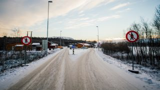 A general view of the Norwegian border crossing station at Storskog on November 12, 2015 near the town of Kirkenes in northern Norway. An increasingly popular route for migrants across Russia and into Norway has Oslo angered and worried as winter approaches, while commentators suspect Moscow is deliberately creating problems for its neighbour.       AFP PHOTO / JONATHAN NACKSTRAND / AFP PHOTO / JONATHAN NACKSTRAND