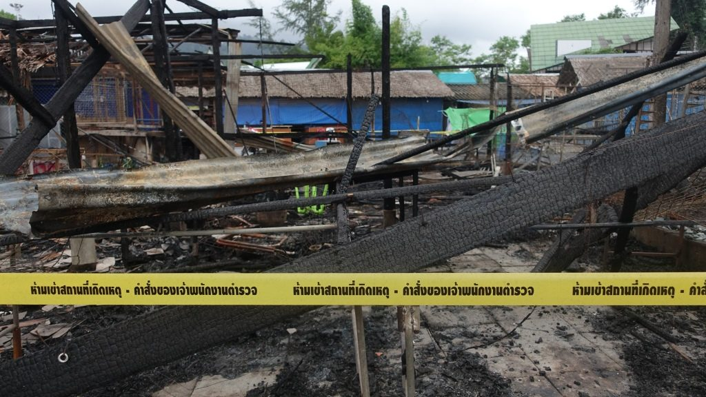 Police tape cordons off the burned buildings of a site of the small bomb blast and arson attack on Bang Niang market, Takua Pa, near Khao Lak in Phang Nga province of Thailand on August 12, 2016. A string of bomb attacks hit popular tourist towns across Thailand, leaving four dead and many wounded, with authorities on August 12 ruling out terrorism despite suspicions insurgents in the kingdom's deep south are responsible. / AFP PHOTO / Jerome TAYLOR