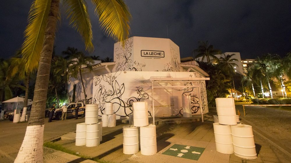 """The restaurant """"La Leche"""" (the milk) is seen on August 16, 2016 in Puerto Vallarta, in the western Mexican state of Jalisco, where a Jesus Alfredo Guzman Salazar, son of drug lord Joaquin """"El Chapo"""" Guzman, was among a group kidnapped, authorities confirmed Tuesday.  Seven gunmen in pickup trucks swooped on the upscale bar and restaurant around dawn and abducted several victims. Investigators said it was likely part of a settling of scores between rival drug cartels. / AFP PHOTO / HECTOR GUERRERO"""