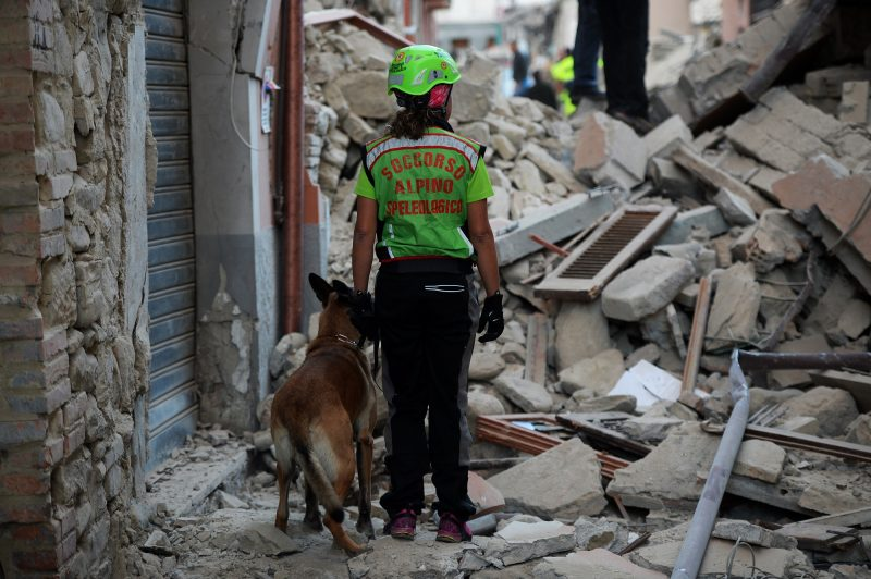 Rescuers search for victims among the rubble of a house after a strong heartquake hit Amatrice on August 24, 2016. Central Italy was struck by a powerful, 6.2-magnitude earthquake in the early hours, which has killed at least three people and devastated dozens of mountain villages. Numerous buildings had collapsed in communities close to the epicenter of the quake near the town of Norcia in the region of Umbria, witnesses told Italian media, with an increase in the death toll highly likely. / AFP PHOTO / FILIPPO MONTEFORTE