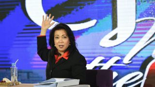 This photo taken on August 25, 2016 shows Philippine Supreme Court Chief Justice Lourdes Sereno gesturing during a press conference in Manila. Chief justice Sereno criticised on August 8, President Duterte's public shaming of seven lower court judges for alleged involvement in the narcotics trade, adding that one of the judges was murdered eight years ago. / AFP PHOTO / TED ALJIBE