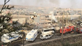 Turkish police and firefighters are parked near a damaged police headquarters after a car bomb killed eight Turkish police officers and injured 45 people on August 26, 2016 in Cizre, southeastern Turkey, an attack blamed on Kurdish militants, state media said. Two of the wounded were in a serious condition after the blast, which was carried out by the Kurdistan Workers Party (PKK), the state-run Anadolu news agency said. / AFP PHOTO / DOGAN NEWS AGENCY / STR / Turkey OUT