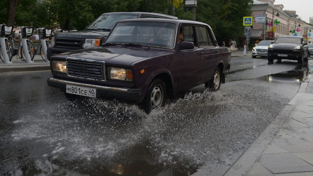 2899460 07/27/2016 Puddles caused by a downpour in Moscow. Evgenya Novozhenina/Sputnik