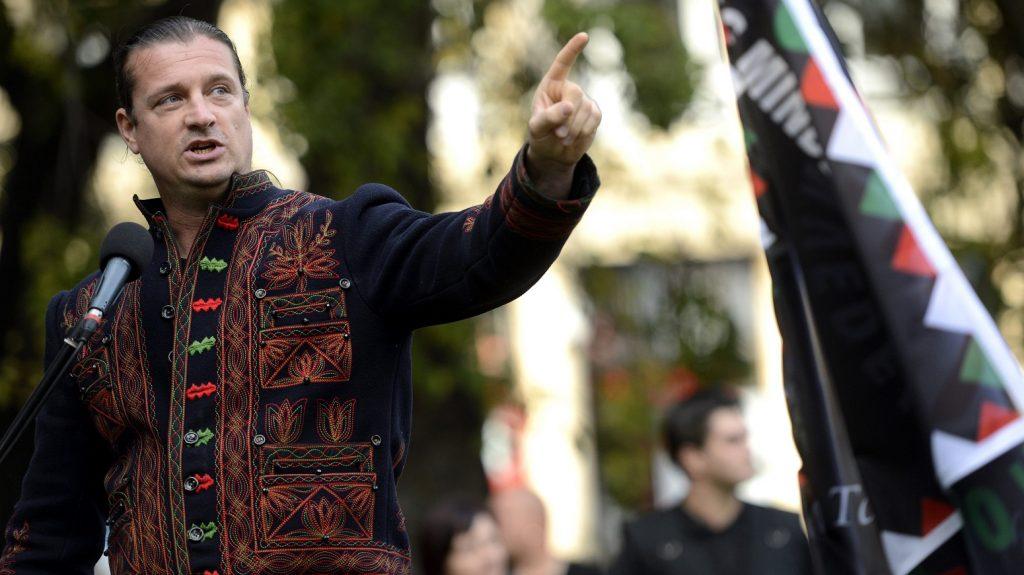 Budapest, 2014. október 18. Budaházy György felszólal a Magyar Önvédelmi Mozgalom alakuló rendezvényén a belvárosi Erzsébet téren 2014. október 18-án. MTI Fotó: Kovács Tamás