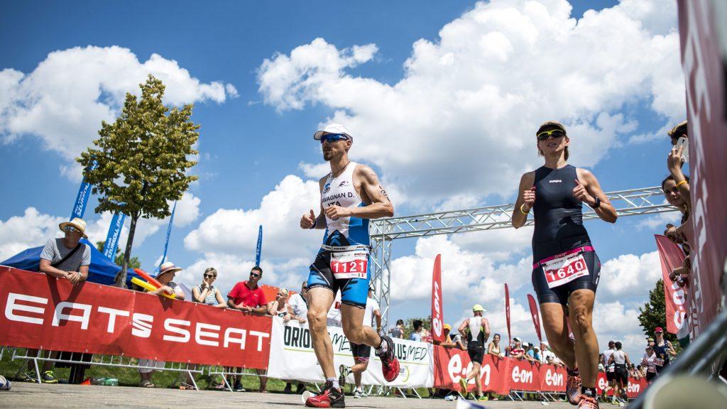 Budapest, 2016. július 30. Résztvevõk futnak az Ironman 70.3 triatlonversenyen Budapesten 2016. július 30-án. MTI Fotó: Marjai János