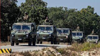 Hajmáskér, 2013. október 8. Olasz katonai konvoj az Õszi Össztûz elnevezésû összhaderõnemi hadgyakorlaton Veszprém és Várpalota közelében a Hajmáskéri Központi Gyakorló és Lõtéren 2013. október 8-án. A Magyar Honvédség legnagyobb õszi kiképzésén több mint 1400 katona csaknem 200 technikai eszközzel vett részt. MTI Fotó: Krizsán Csaba