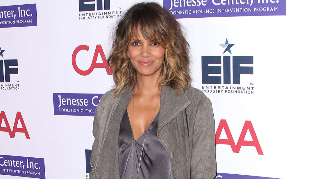 """BEVERLY HILLS, CA - NOVEMBER 04:  Halle Berry attends Entertainment Industry Foundation's """"Imagine"""" Benefit Fundraiser on November 4, 2015 in Beverly Hills, California.  (Photo by Maury Phillips/WireImage)"""