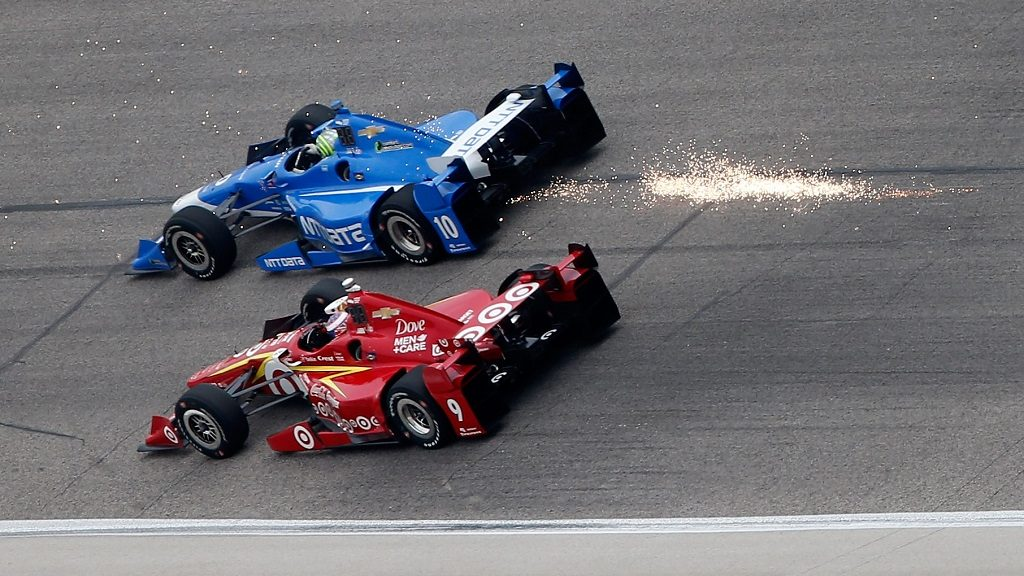 FORT WORTH, TX - JUNE 12: Tony Kanaan of Brazil, driver of the #10 NTT Data Chip Ganassi Racing Chevrolet, races Scott Dixon of New Zealand, driver of the #9 Target Chip Ganassi Racing Chevrolet, during the Verizon IndyCar Series Firestone 600 at Texas Motor Speedway on June 12, 2016 in Fort Worth, Texas.   Brian Lawdermilk/Getty Images for Texas Motor Speedways/AFP / AFP PHOTO / GETTY IMAGES NORTH AMERICA / Brian Lawdermilk