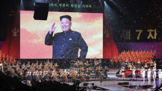 Phenjan, 2016. május 11. Popzenei koncertet tartanak az észak-koreai kommunista Koreai Munkapárt kongresszusa befejezõdésének alkalmából Phenjanban 2016. május 11-én. A kivetítõn Kim Dzsong Un elsõ számú észak-koreai vezetõ, a kommunista Koreai Munkapárt elnöke. Észak-Koreában a párt utoljára 1980-ban tartott kongresszust. (MTI/EPA/Ramon Abarca)