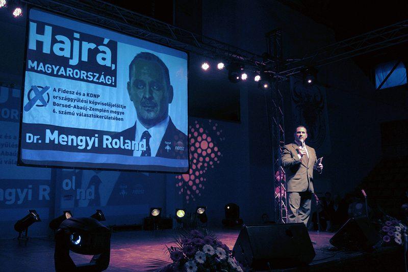 Tiszaújváros, 2014. március 28.Mengyi Roland képviselőjelölt beszél a Tiszaújvárosban tartott nagygyűlésen 2014. március 28-án, amelyen Kövér László, az Országgyűlés elnöke volt a vendég.MTI Fotó: Vajda János