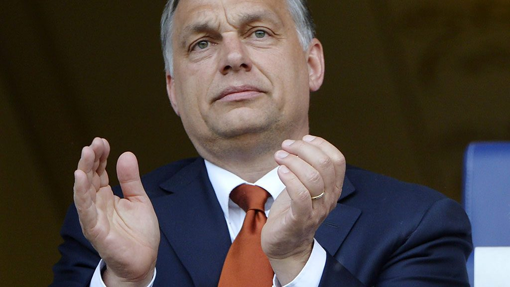 Felcsút, 2014. április 21.Orbán Viktor miniszterelnök és szülei a felcsúti Puskás Akadémia Pancho Aréna nyitóünnepségén 2014. április 21-én.MTI Fotó: Beliczay László