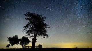 Salgótarján, 2013. augusztus 12.Egy meteor az égbolton Salgótarján közelében 2013. augusztus 11-én. A Föld belépett a Perseida meteorraj összetevőit alkotó 109P/Swift-Tuttle üstökös pályája mentén szétszórt porfelhőbe.MTI Fotó: Komka Péter