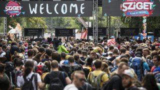 Budapest, 2016. augusztus 10. Fesztiválozók sorbanállnak a 24. Sziget fesztivál mínusz egyedik napján a budapesti Hajógyári-szigeten 2016. augusztus 10-én. MTI Fotó: Mohai Balázs