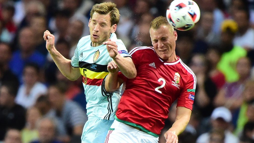 Hungary's defender Adam Lang (R) jumps for the ball with Belgium's defender Jan Vertonghen  during the Euro 2016 round of 16 football match between Hungary and Belgium at the Stadium Municipal in Toulouse on June 26, 2016.   / AFP PHOTO / Attila KISBENEDEK