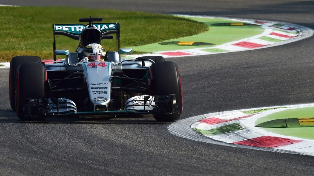 Mercedes AMG Petronas F1 Team's British driver Lewis Hamilton drives during the first practice session at the Autodromo Nazionale circuit in Monza on September 2, 2016 ahead of the Italian Formula One Grand Prix. / AFP PHOTO / GIUSEPPE CACACE