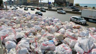 Bejrút, 2016. szeptember 18.2016. szeptember 18-án közreadott kép a Bejrút keleti részét borító hulladékhalomról szeptember 17-én. A libanoni fővárost és környékét közel egy éve elborító hulladékhalmok miatt számos tüntetést tartottak és követelték a kormány lemondását. (MTI/EPA/Vael Hamzeh)