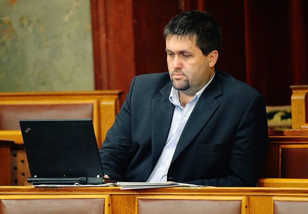 Budapest, 2012. október 3.Bíró Márk, a Fidesz képviselője az Országgyűlés plenáris ülésén 2012. október 3-án.MTI Fotó: Beliczay László